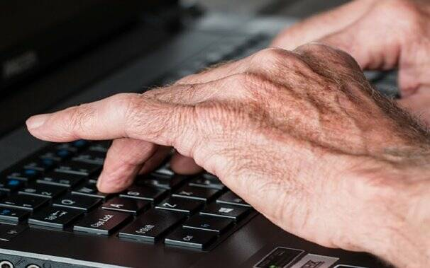 computer-anziani