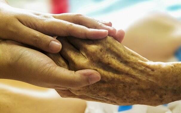 Cure - domicilio - malati - anziani