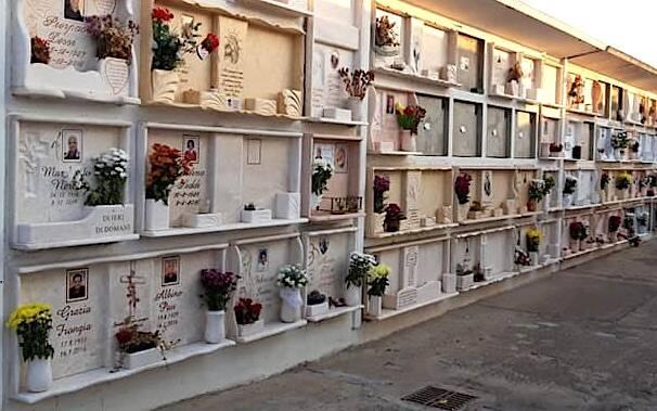 Marrubiu cimitero fiori