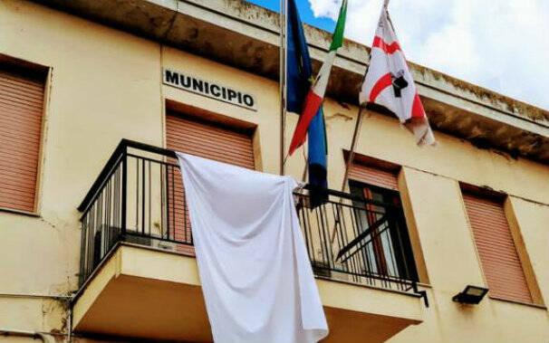 comune-municipio-riola-sardo-lenzuolo-bianco-salute