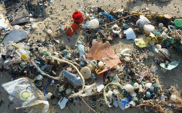plastica in mare foto d'archivio