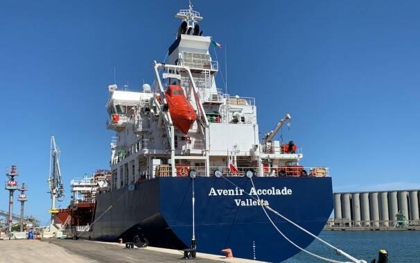 Prima nave in sardegna metano porto santa giusta oristano