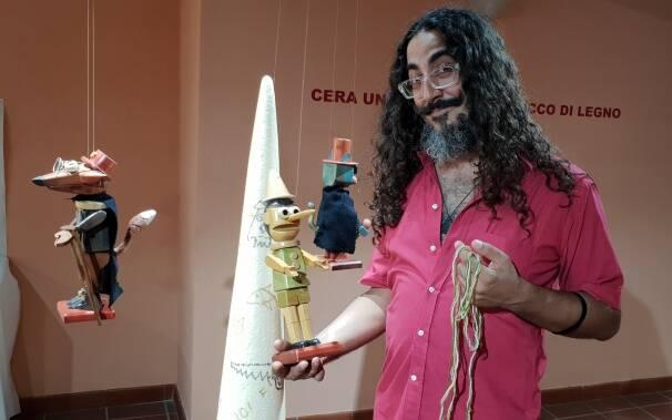 federico coni e il suo pinocchio in legno