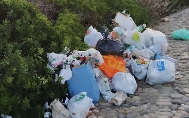 S'Archittu: spazzatura