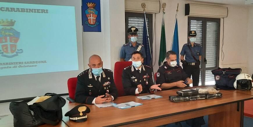 Oristano - operazione dei carabinieri - vola in basso - droga
