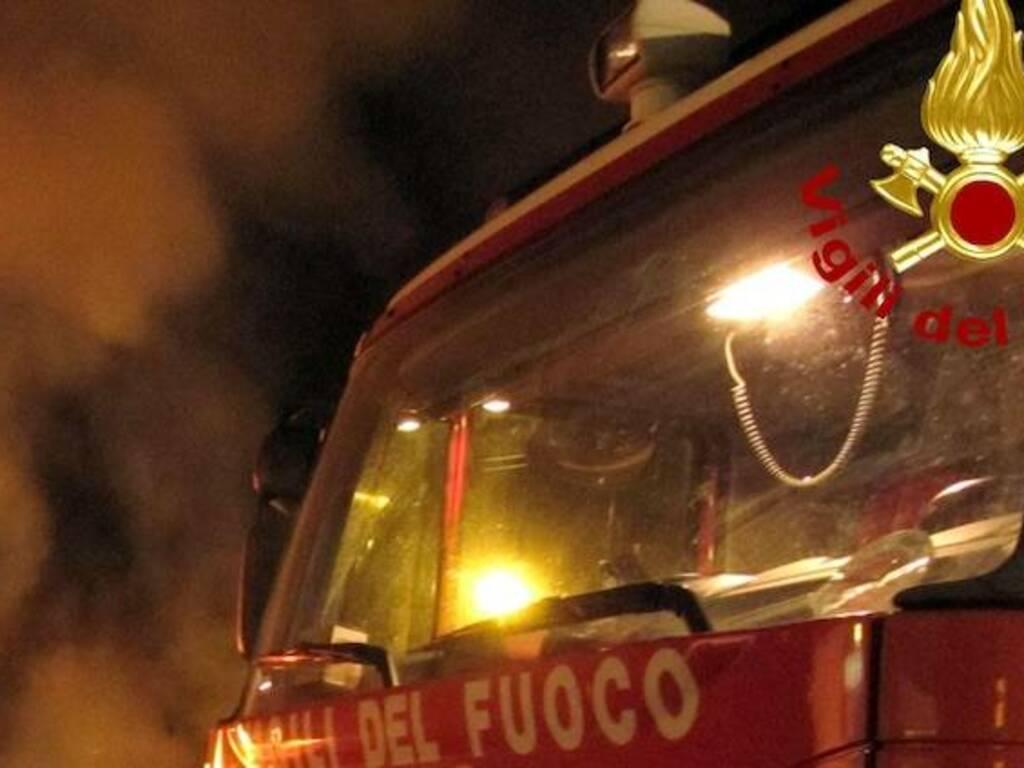 Incendi notte vigili del fuoco