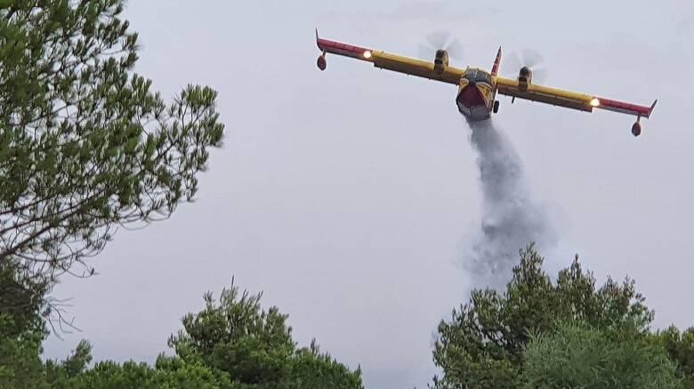 Un Canadair intervenuto nell'agro di Tresnuraghes - Foto Antonio Moretti Soggiu