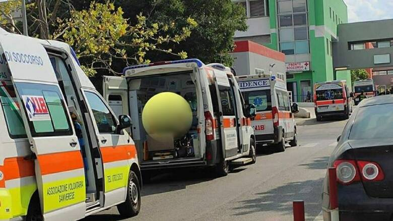 Monserrato  - Ambulanze in fila fuori dal pronto soccorso