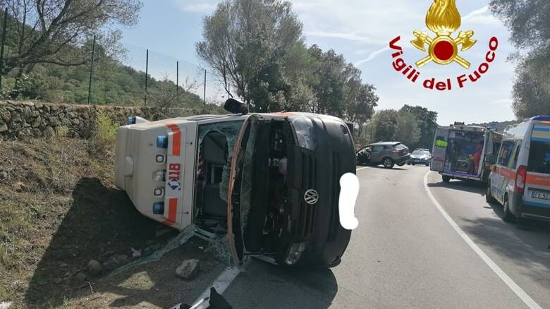 Arzachena -Ambulanza ribaltata
