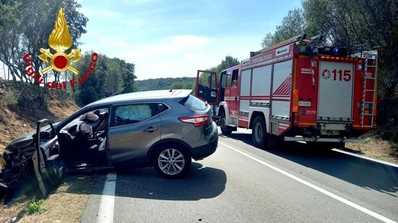 Arzachena -Ambulanza ribaltata - incidente auto