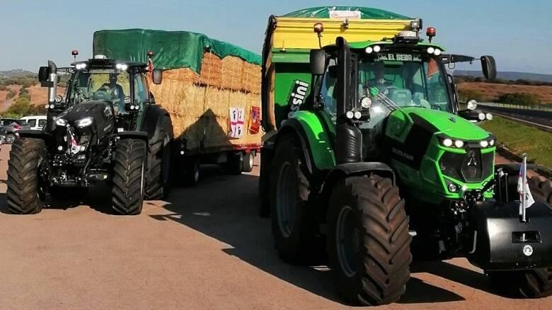 I due trattori arrivati in Sardegna dalla provincia di Padova