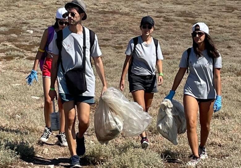 Volontari in azione a Mal di Ventre - foto Ufficio Stampa Comune di Cabras