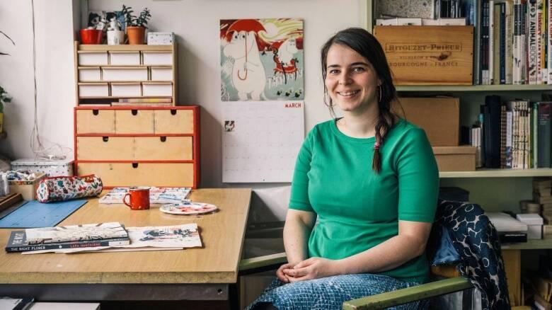 Illustratrice Lara Hawthorne a Simaxis per progetto scuole
