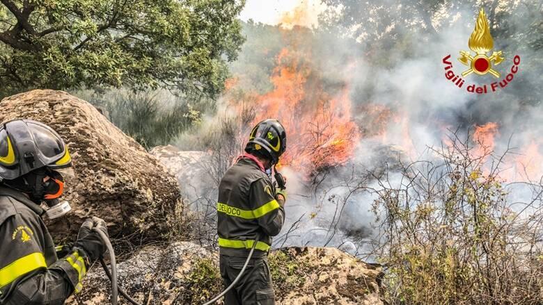 Suni - incendio - Foto vigili del fuoco